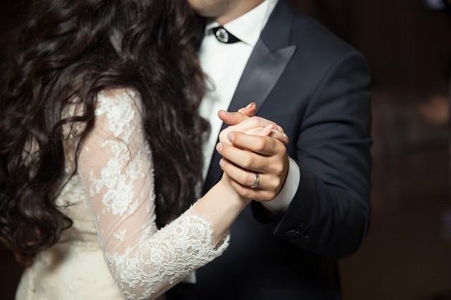 Почему нельзя носить кольцо на безымянном пальце до свадьбы?