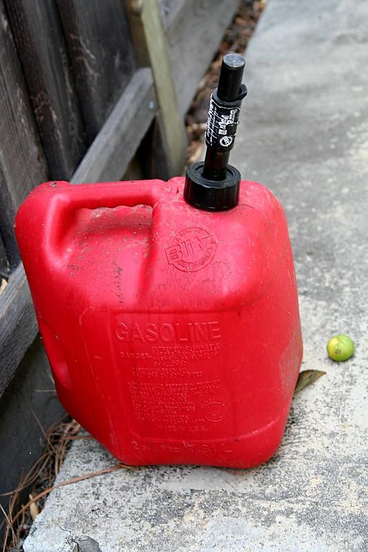 пластиковая канистра gasoline