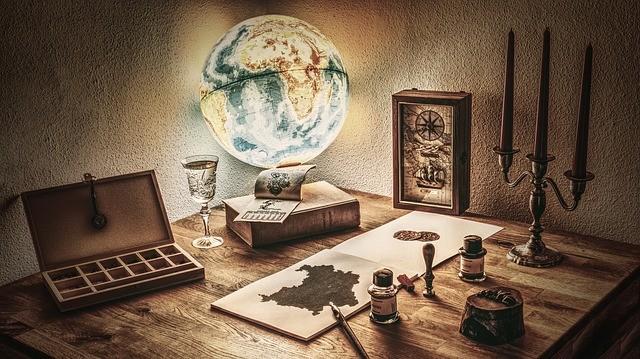 стол и светящийся глобус