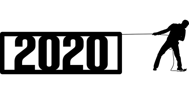 2020 год и силуэт мужчины