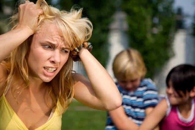 мама злится на детей