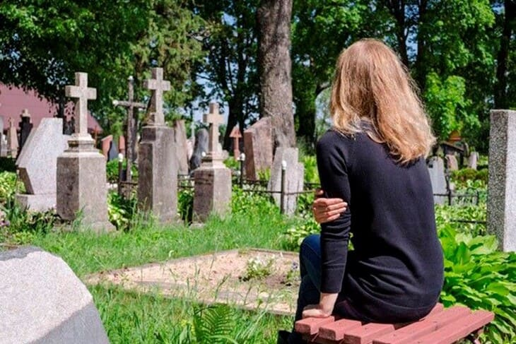 Почему беременным нельзя ходить на кладбище: приметы и рациональное объяснение
