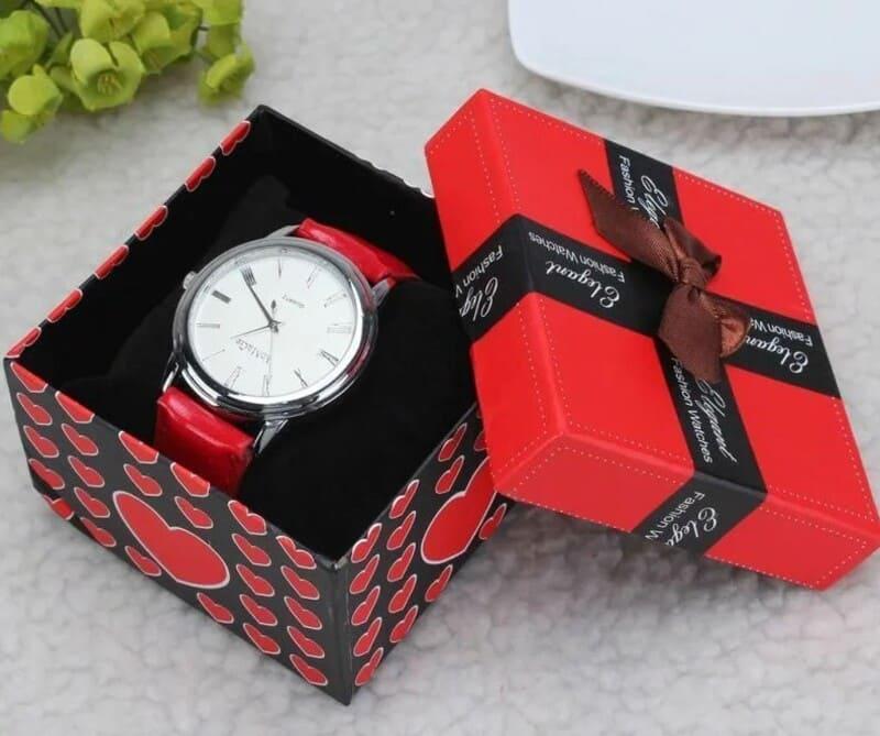 часы в подарочной упаковке