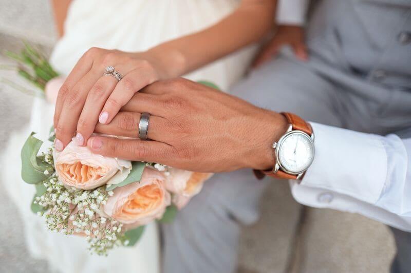 часы в подарок на свадьбу - не самая лучшая идея